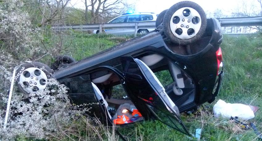 Auto überschlagen - Fahrerin leicht verletzt