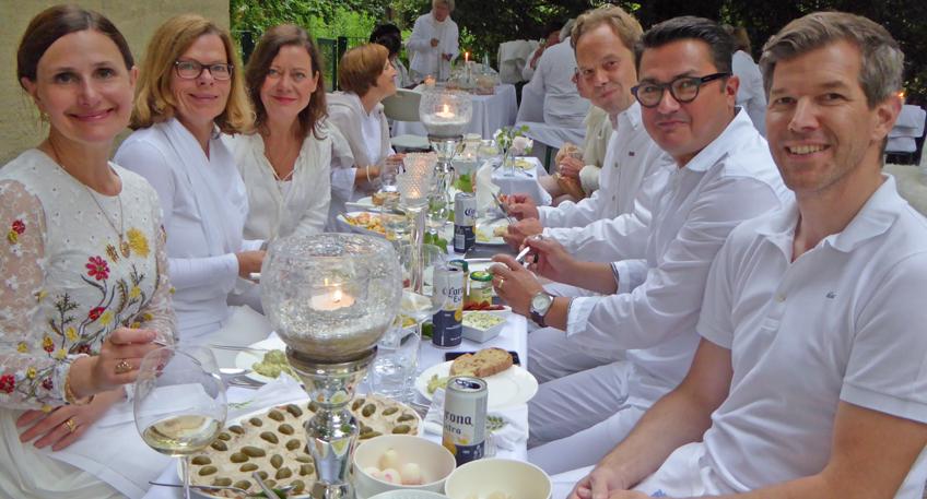 Das 5. Dinner in Weiß in der Mindener Altstadt