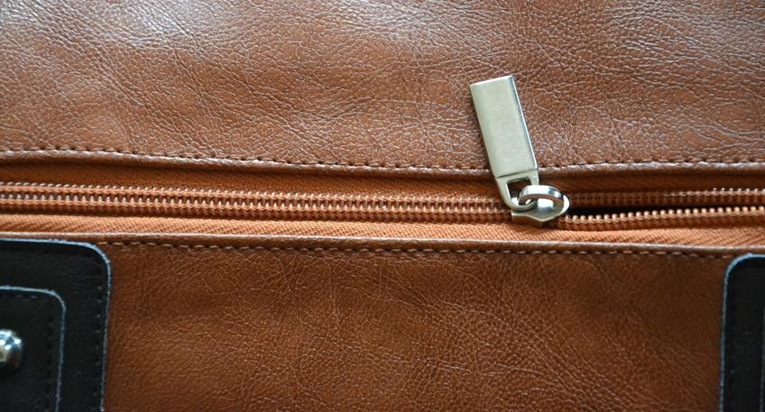 nachrichten petershagen handtaschen im wert von euro aus lkw gestohlen hallo minden. Black Bedroom Furniture Sets. Home Design Ideas