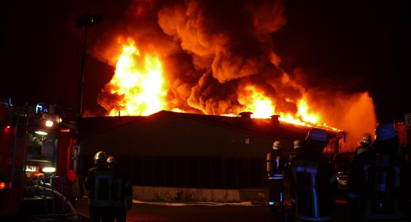 Nach Großbrand einer Lagerhalle: Keine Klarheit zur Ursache