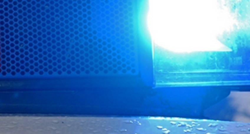 Schwer verletzt: 16-jährige Radfahrerin gerät unter Kleintransporter