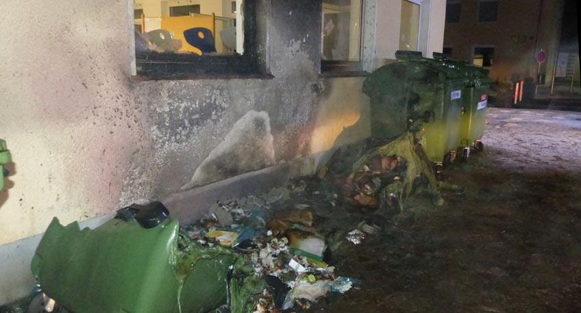 Container brennen in Minderheide - Polizei sucht Zeugen
