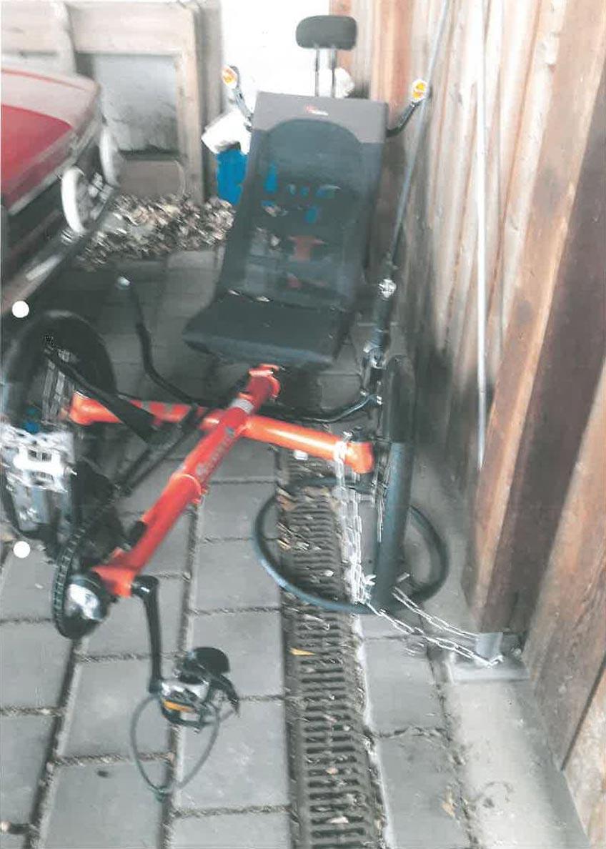 Behindertengerechtes Liegerad aus Carport gestohlen