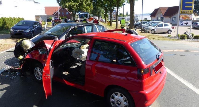 Unfall mit drei Verletzten auf der Kutenhauser Straße