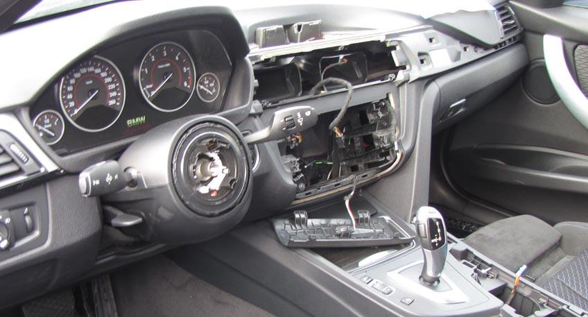 BMWs am Autohaus aufgebrochen