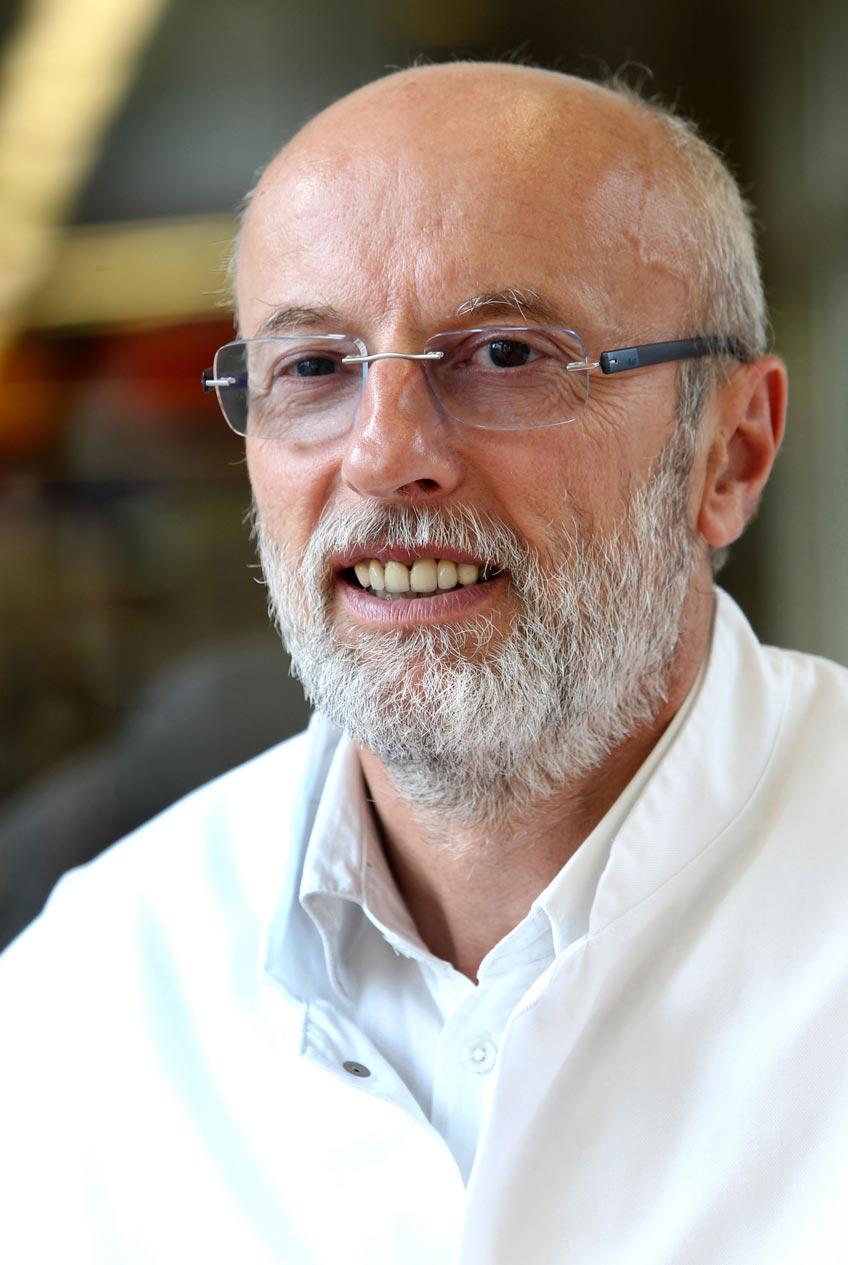Dr. Bernd Hillrichs, Direktor der Klinik für Unfallchirurgie und Orthopädie am Krankenhaus Lübbecke-Rahden und Leiter des Lübbecker Endoprothetikzentrums.