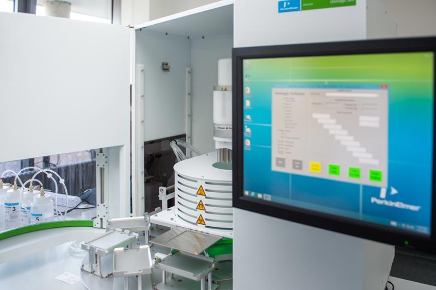 In diesem Gerät kann Blut auf Antikörper gegen SARS CoV2 getestet werden.