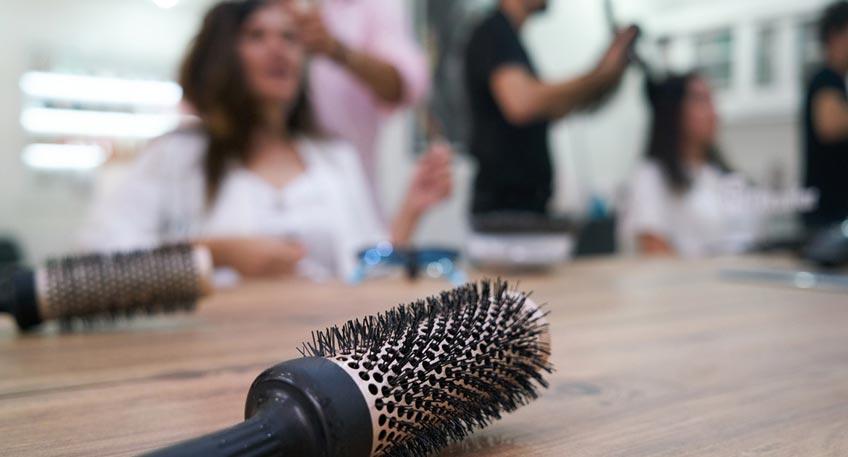 ie Ordnungsbehörde der Stadt Minden hat am Montag (25. Mai) einen Friseurbetrieb geschlossen, nachdem dieser durch die Nichteinhaltung der Corona-Schutzverordnung aufgefallen ist. Konkret war in dem Geschäft keine Möglichkeit zum Haare waschen vorhanden.