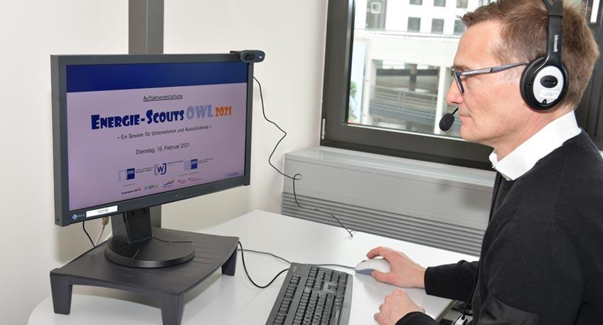 Arne Potthoff, Referatsleiter bei der IHK Ostwestfalen, organisierte die Online-Auftaktveranstaltung von Bielefeld aus.
