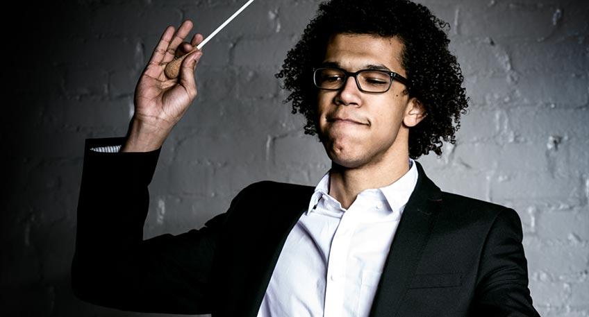 Die Nordwestdeutsche Philharmonie ist regional verankert und international gefragt: In normalen Jahren spielt sie jährlich rund 130 Konzerte. Eines davon gibt das Orchester am 19. September um 17:00 Uhr im Theater im Park.