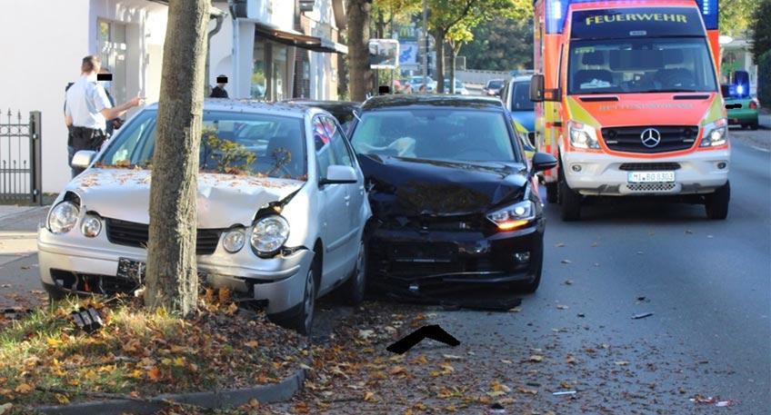 Auf der Eidinghausener Straße ist es am Wochenende zu einem schweren Verkehrsunfall gekommen. Bei diesem fuhr ein VW-Fahrer (87) in ein geparktes Auto auf. Eine Beifahrerin (80) verletzte sich schwer.