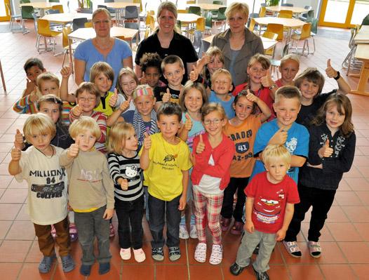 Ein ganz normaler erster Schultag für fünf Kinder mit geschädigtem Gehör