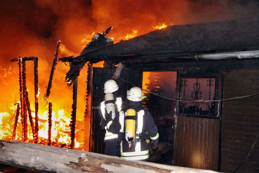 Garagenanlage wird Raub der Flammen