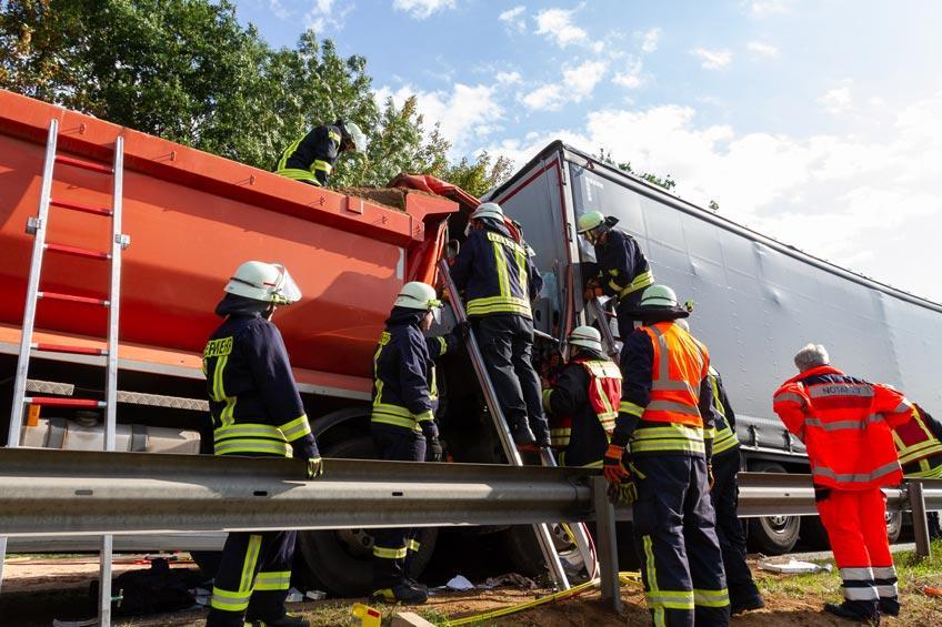 Schwerer Verkehrsunfall auf B482