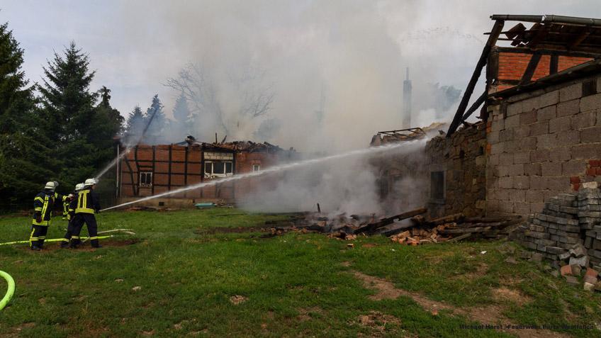 Anwesen nahe A 2 brennt bis auf Grundmauern nieder